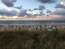 Het Overzees van het Wangeroogestrand betrekt zon Stock Foto