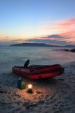 Het overzees van Japan. Rode boot 2 stock foto's