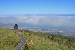 Het overzees van wolken boven Puerto de la Cruz op Tenerife Royalty-vrije Stock Foto