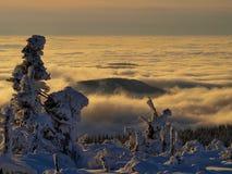 Het overzees van wolken in Reuzebergen/Karkonosze royalty-vrije stock afbeelding