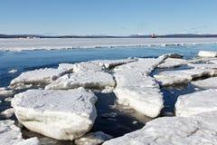 Het overzeese ijs wordt vernietigd in de lente Stock Foto
