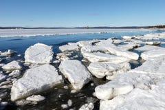 Het overzeese ijs wordt vernietigd in de lente Stock Afbeeldingen