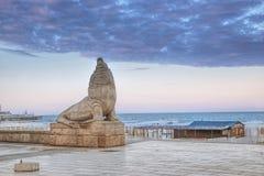 Het overzeese standbeeld van Lyon dichtbij de stranden, Mar del Plata stock foto