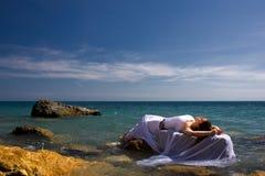 Het overzeese strand van de vrouw en Stock Foto