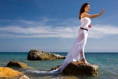 Het overzeese strand van de vrouw en Royalty-vrije Stock Foto
