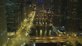 Het Overzicht van Chicago bij Nacht stock footage