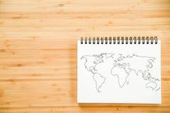 Het overzicht van de wereldkaart op notitieboekje stock foto