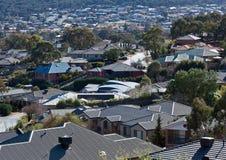 Het overzien van daken van onlangs gebouwde huizen Royalty-vrije Stock Afbeeldingen