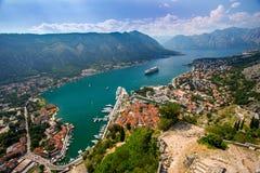 Het overzien van de Baai van Kotor in Montenegro Royalty-vrije Stock Foto's