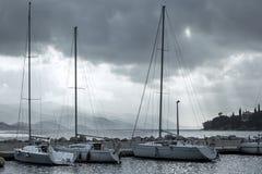 Het overzien van de jachthaven van Orebic, Kroatië royalty-vrije stock fotografie