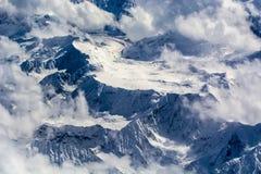 Het overzien van de piek van de plateausneeuw royalty-vrije stock foto's