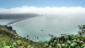 Het overzien van de Stille Oceaan op wolkenniveau in Klamath, Californië Royalty-vrije Stock Foto's