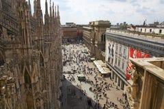 Het overzien van het Vierkant van de Kathedraal in Milaan, Italië Royalty-vrije Stock Foto