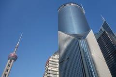 Het overzien van Shanghai Lujiazui met de oosterse toren van pareltv Royalty-vrije Stock Afbeeldingen