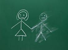 Het paar dat van het huwelijk op schoolbordscheiding trekt verdeelt bevlekt royalty-vrije stock foto's
