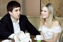 Het paar drinkt wijn Royalty-vrije Stock Afbeelding