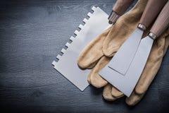 Het paar gloves de stopverfmes van verfschrapers Stock Afbeelding