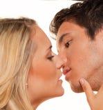 Het paar heeft pret. Liefde, erotiek en tederheid binnen Stock Afbeelding