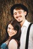 Het paar heeft pret op zonsondergang Stock Afbeelding