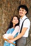 Het paar heeft pret op zonsondergang Stock Foto