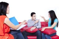 Het paar met een probleem raadpleegt aan een psycholoog 1 Stock Fotografie