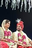 Het paar stelt van bruid en bruidegom - India Royalty-vrije Stock Foto