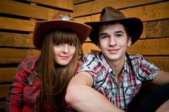 Het Paar van de cowboy en van de Veedrijfster Royalty-vrije Stock Afbeeldingen