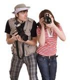 Het paar van de fotograaf met digitale camera. Royalty-vrije Stock Foto's