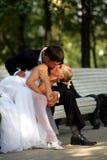 Het paar van de jonggehuwde het kussen Stock Afbeelding