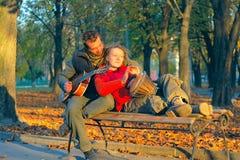 Het paar van de liefde van jonge musici Stock Afbeelding
