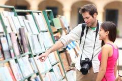 Het paar van de toerist in Havana, Cuba Stock Fotografie