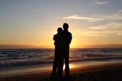 Het paar van de zonsondergang Stock Afbeeldingen