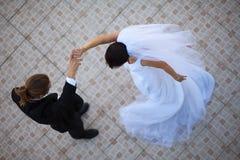 Het paar van het huwelijk het dansen Stock Afbeelding
