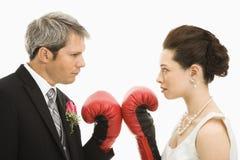 Het paar van het huwelijk het in dozen doen royalty-vrije stock foto's