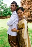 Het paar van het Huwelijk van Azië in Thais kostuum Stock Foto