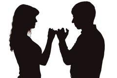 Het paar zette hand in hand op als teken van verzoening stock fotografie