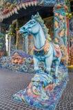 Het paardbeeldhouwwerk werd verfraaid met verglaasde tegel Stock Foto's