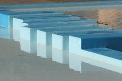 Het paddelen de bezinningen van de Pool Stock Fotografie