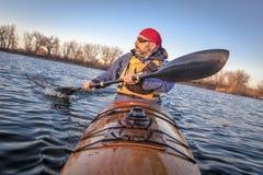 Het paddelen training in een overzeese kajak Royalty-vrije Stock Fotografie