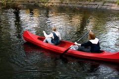 Het paddelen van de kano Stock Fotografie