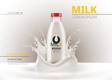 Het pakket onechte omhoog Realistische Vector van de melkfles Vloeibare plonsachtergrond Royalty-vrije Stock Foto