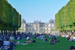 Het Paleis en de Tuinen van Parijs Luxemburg in de Zomer stock foto's