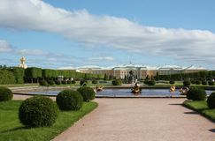 Het Paleis GÐ ³ аnd in Peterhof, heilige-Petersburg Stock Afbeeldingen