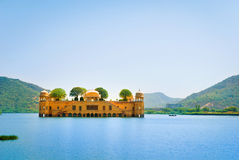 Het paleis Jal Mahal Jal Mahal (Waterpaleis) werd gebouwd tijdens Stock Afbeelding