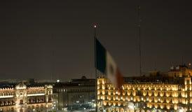 Het Paleis Mexico-City van de voorzitter bij Nacht Royalty-vrije Stock Afbeeldingen