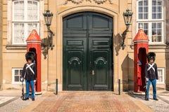 Het Paleis van Amalienborg in Kopenhagen stock afbeeldingen