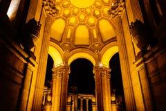 Het Paleis van Beeldende kunsten bij nacht, in San Francisco, Californië royalty-vrije stock foto