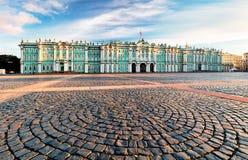 Het Paleis van de winter in Heilige Petersburg, Rusland stock foto's