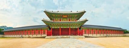 Het Paleis van Gyeongbokgung SEOEL - JULI 30: Het veranderen van wachten van de vriend van de koning Panorama Royalty-vrije Stock Fotografie