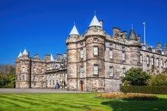 Het paleis van Holyroodhouse is woonplaats van de Koningin in Edinburgh, Schotland stock foto